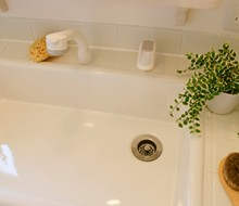 洗面台(シャンプードレッサー)からの水漏れトラブルと対処法