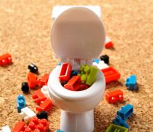 トイレの詰まりをお湯で直せる?正しいトイレつまりの対処法とは