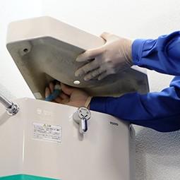 トイレタンクの交換は専門の会社に依頼