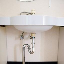 排水管とパイプをつなぐ部分から異臭がしたら?