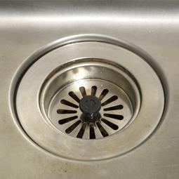 イヤなニオイを防ぐには、排水口を清潔に保つ