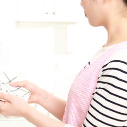 調理器具や食器は汚れを拭き取ってから洗う