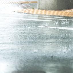 大雨が原因で、トイレ、キッチン、洗面所、バスルームの「詰まり」が起こることも